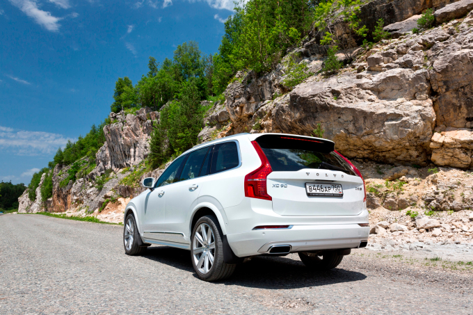 Volvo XC90 D5 Inscription: Гаджетмобиль